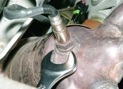 снятие датчика кислорода на Гранте