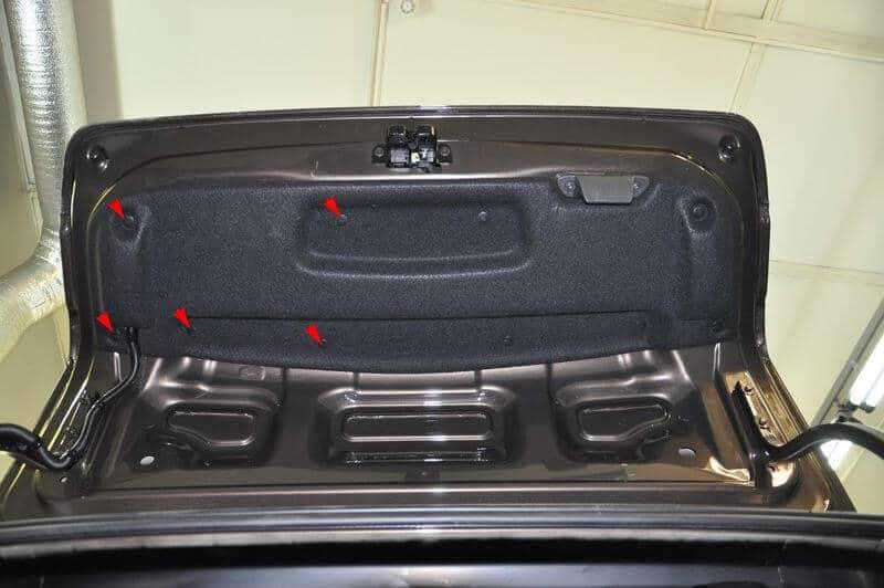 Декоративная обивка крышки багажника