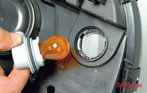 Замена лампы указателя поворота