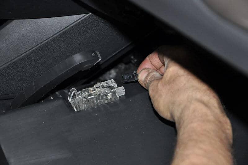 Замена салонного фильтра Lada Vesta Mann CU22011 своими руками