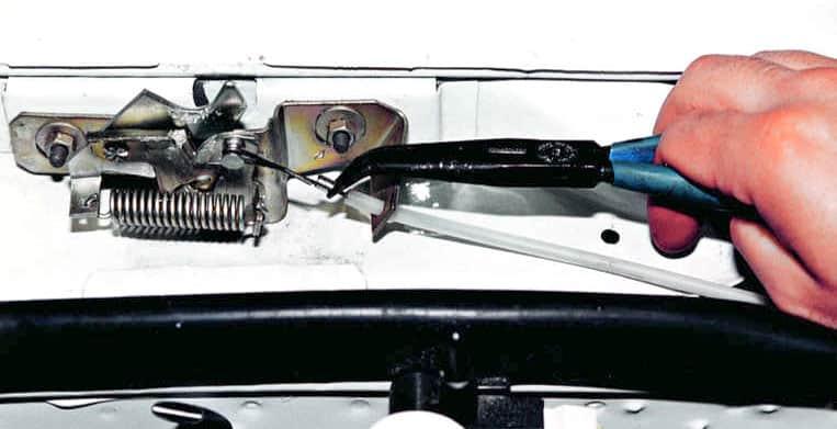 Как открыть капот на ВАЗ 2110 снаружи?