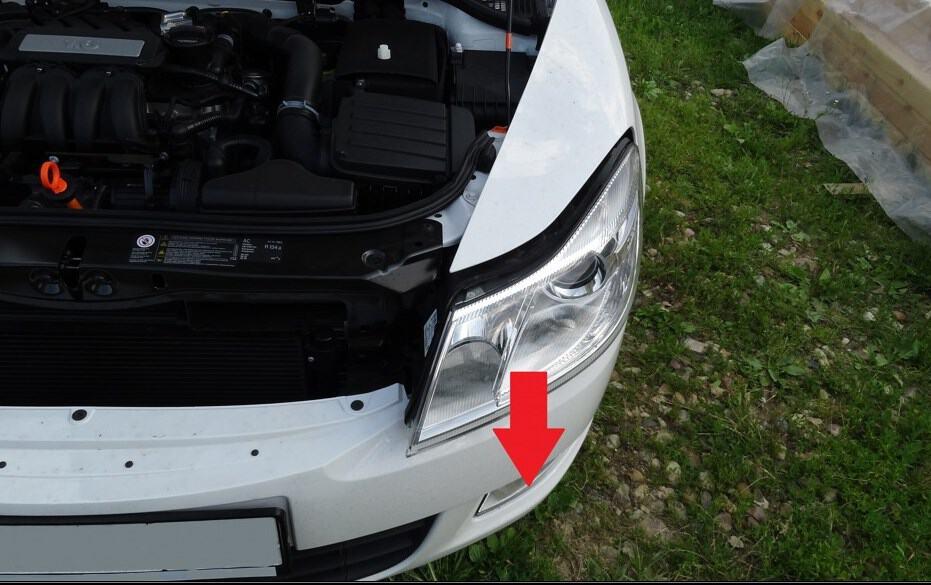 Как заменить лампы ближнего света в Skoda Octavia A5?