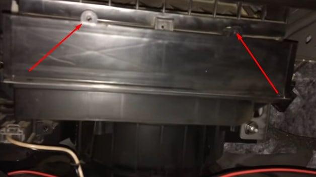 Как заменить салонный фильтр в Опель Астра J?