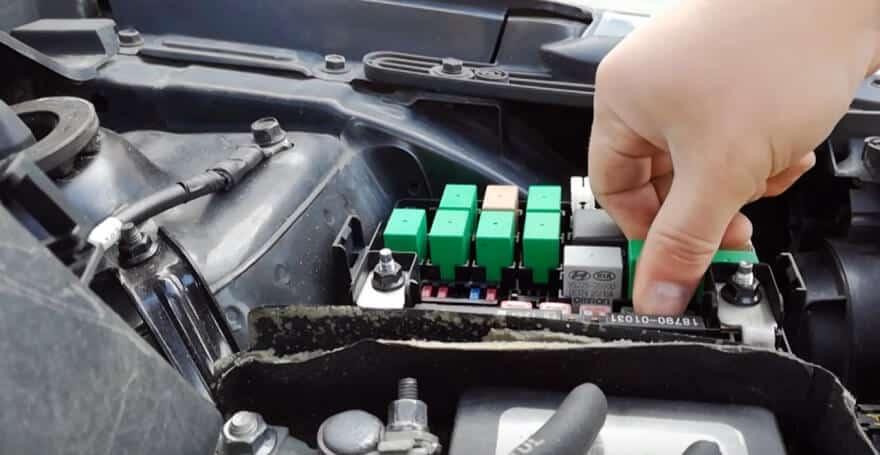 Как заменить топливный фильтр на Kia Rio 3?