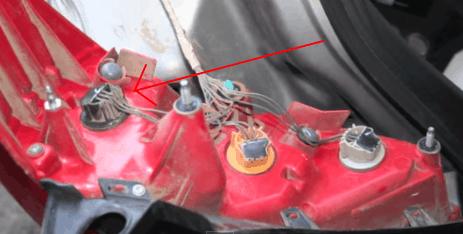 Как заменить лампы стоп сигнала Ниссан Тиида?