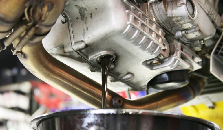 сливаем масло из коробки автомат